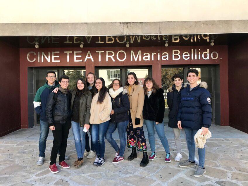 Representación del grupo de teatro «Cristo Rey» en el teatro María Bellido de Porcuna
